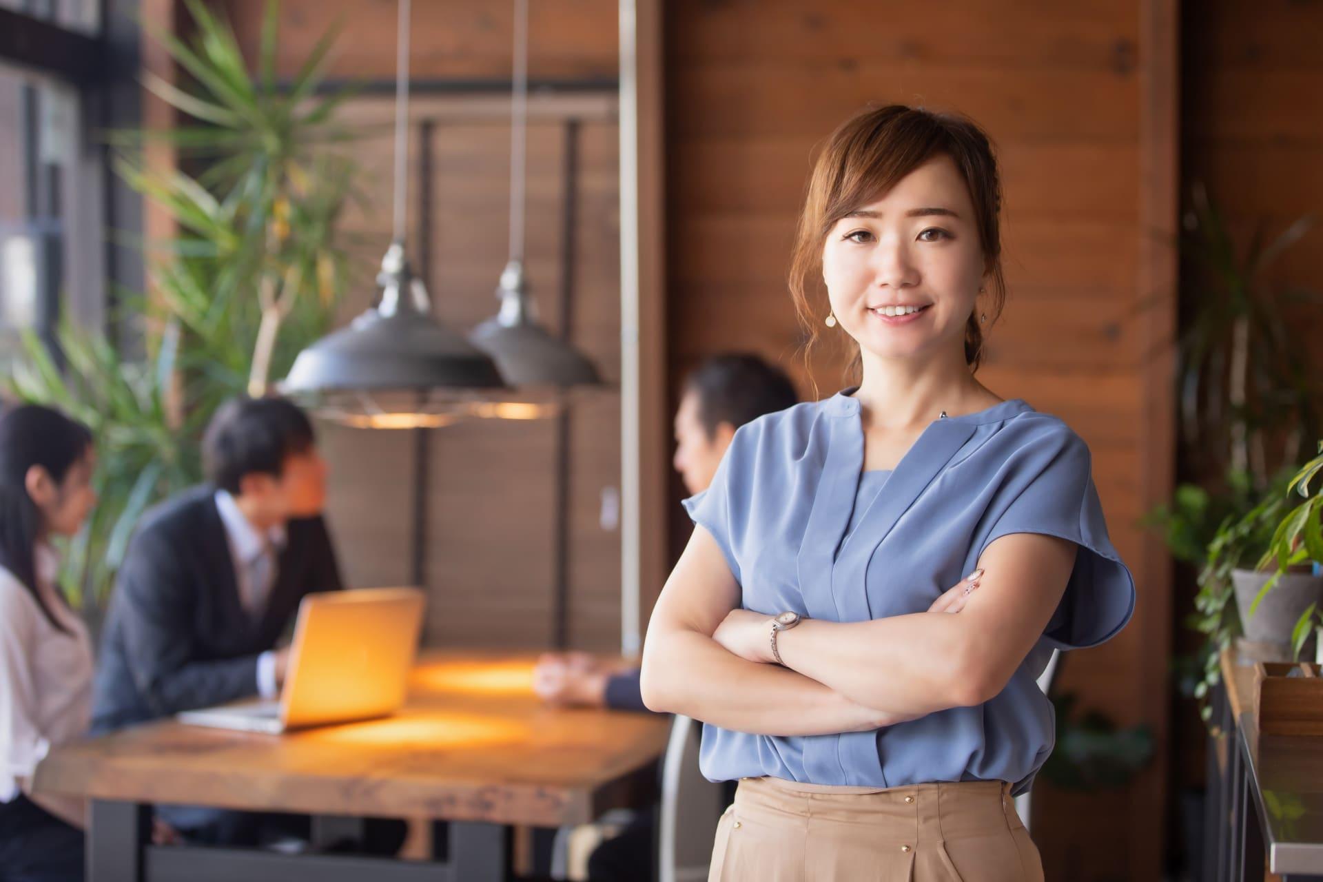オフィスの女性