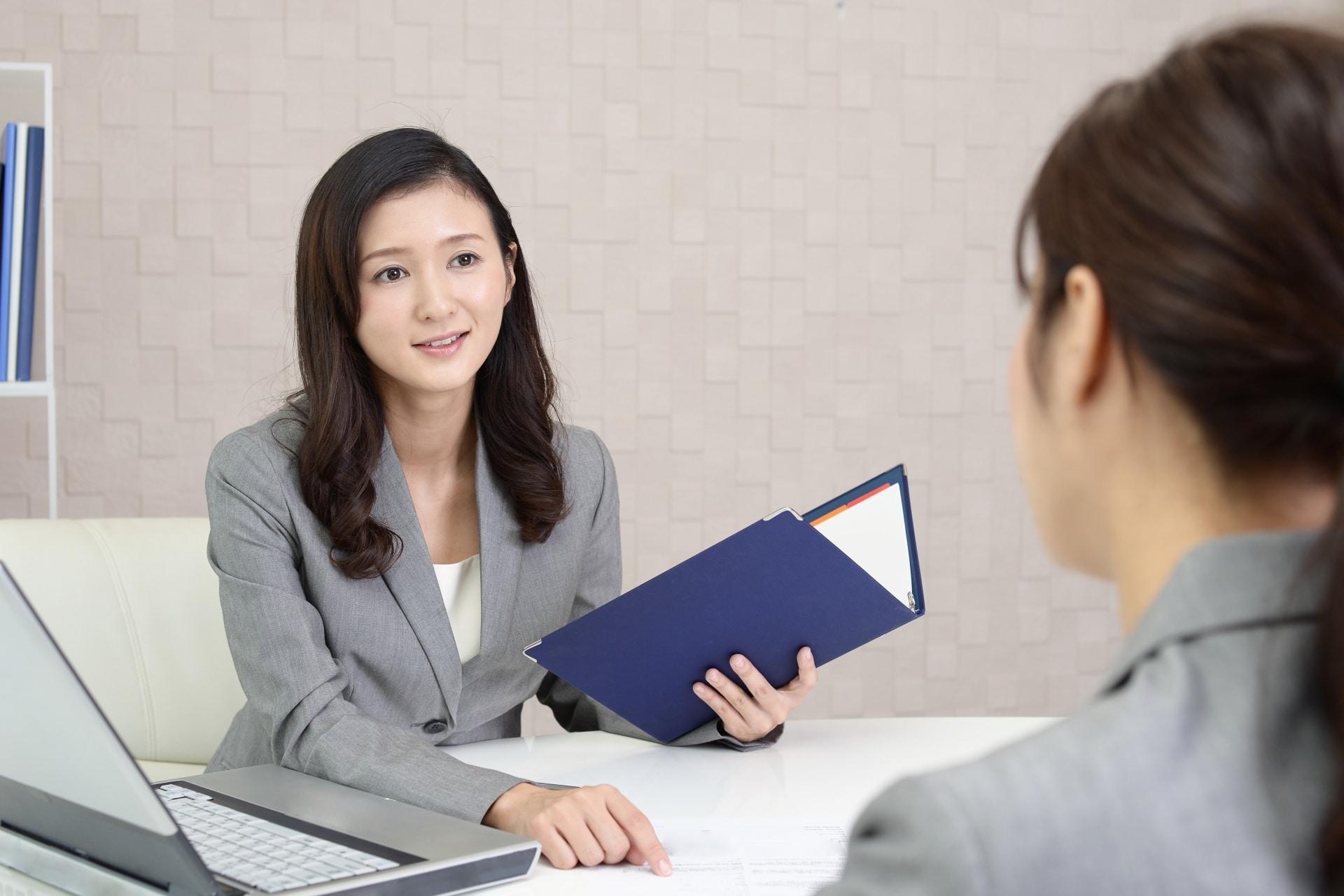 女性、商談