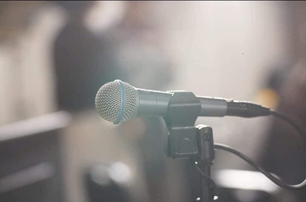 マイク、レコーディングスタジオ
