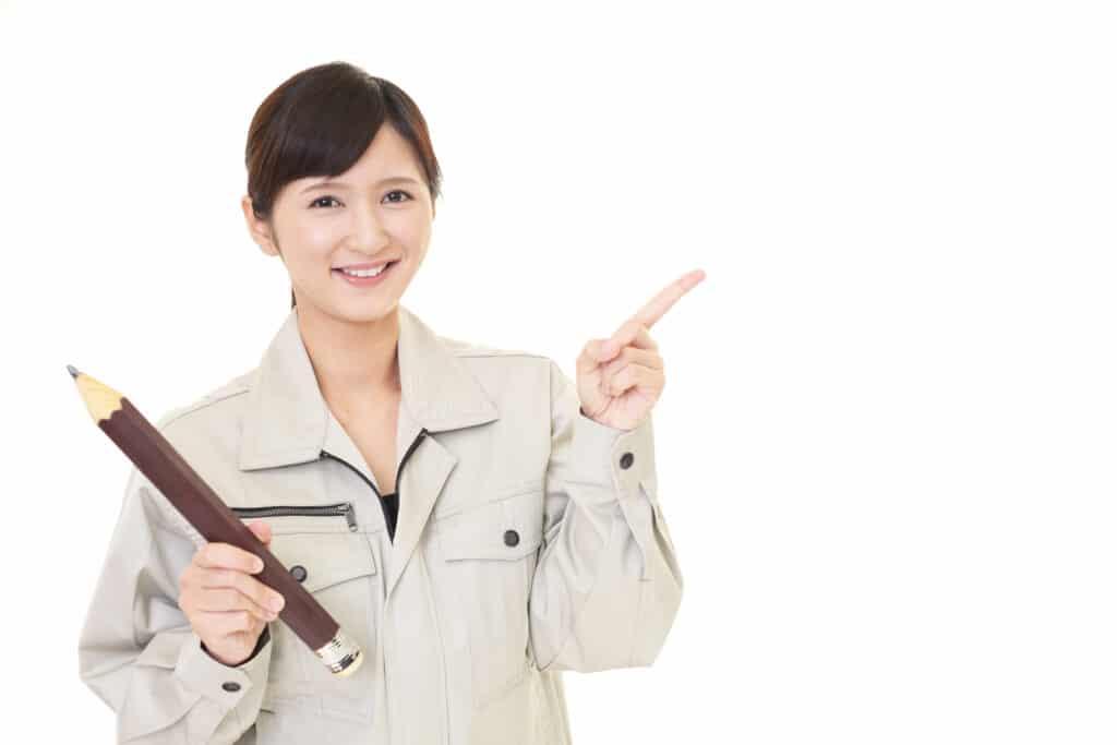 指示する女性労働者