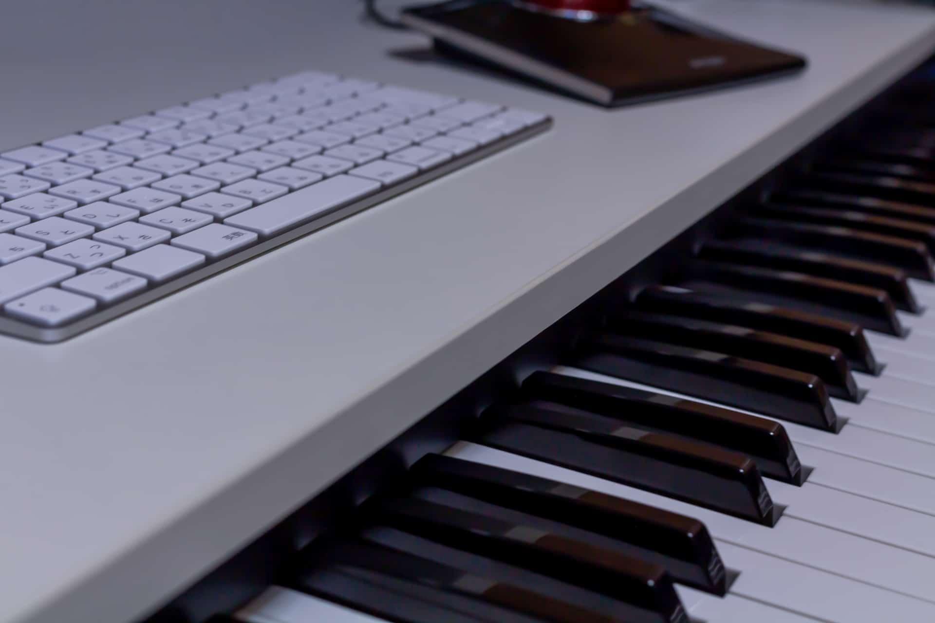キーボードとピアノ
