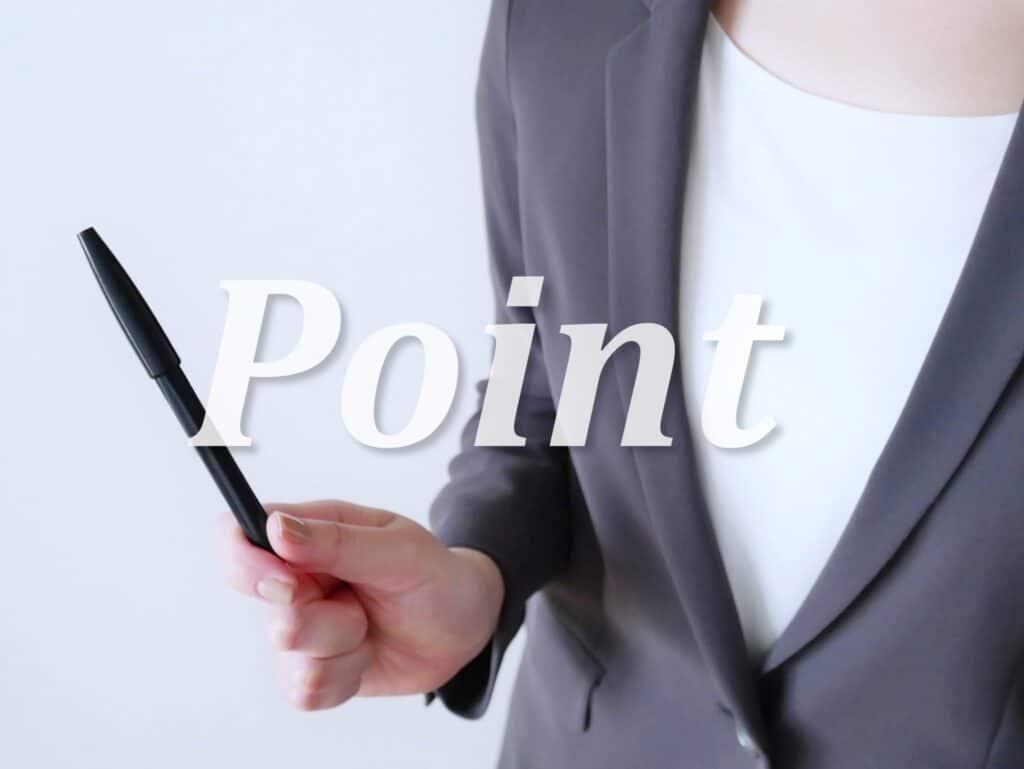 ポイントの文字、ペンを持つ女性