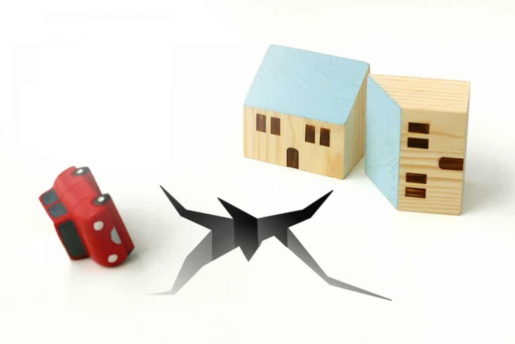 地割れ、住宅