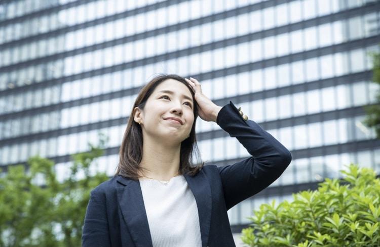 転職活動する女性の画像