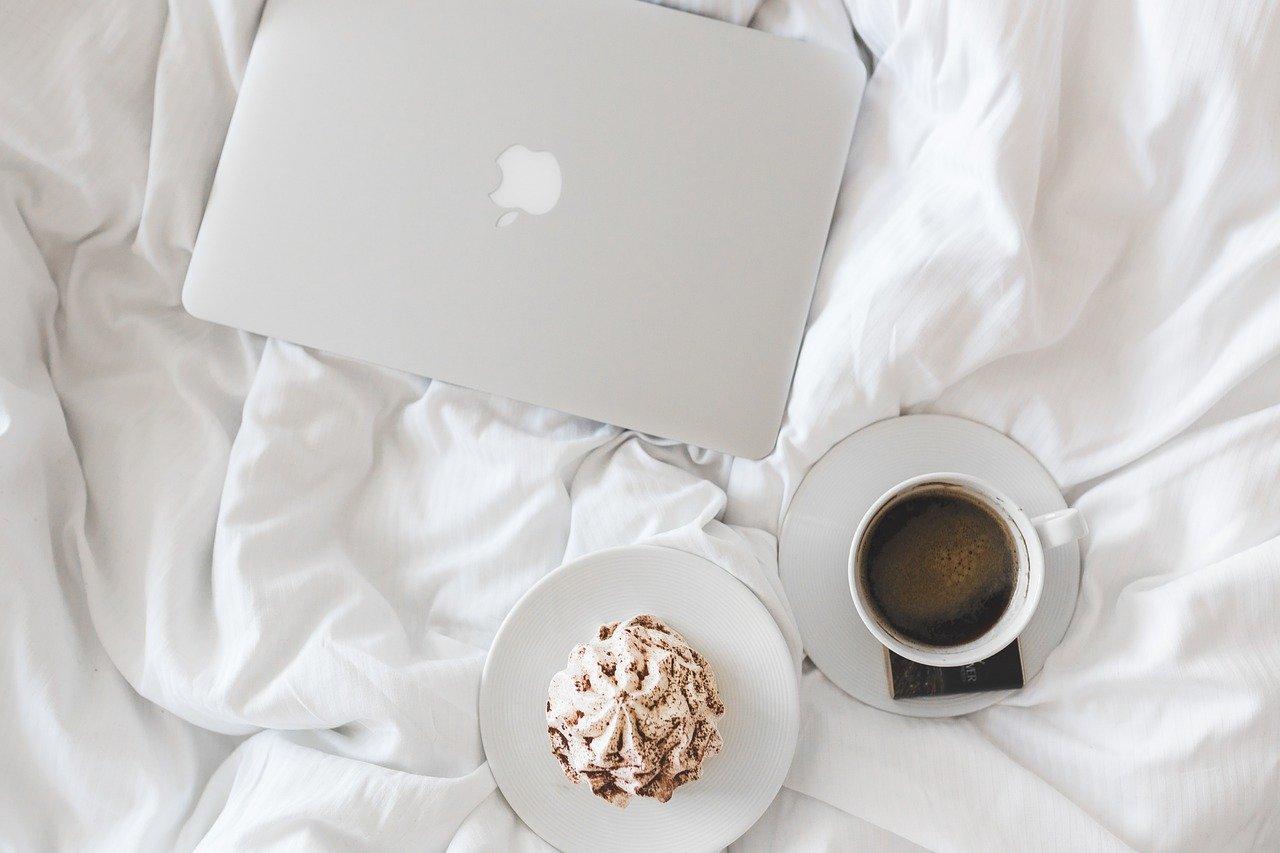 macとケーキの画像