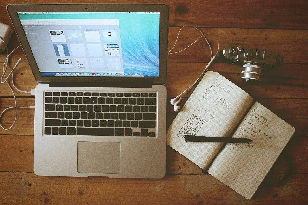 ノートとパソコンの画像
