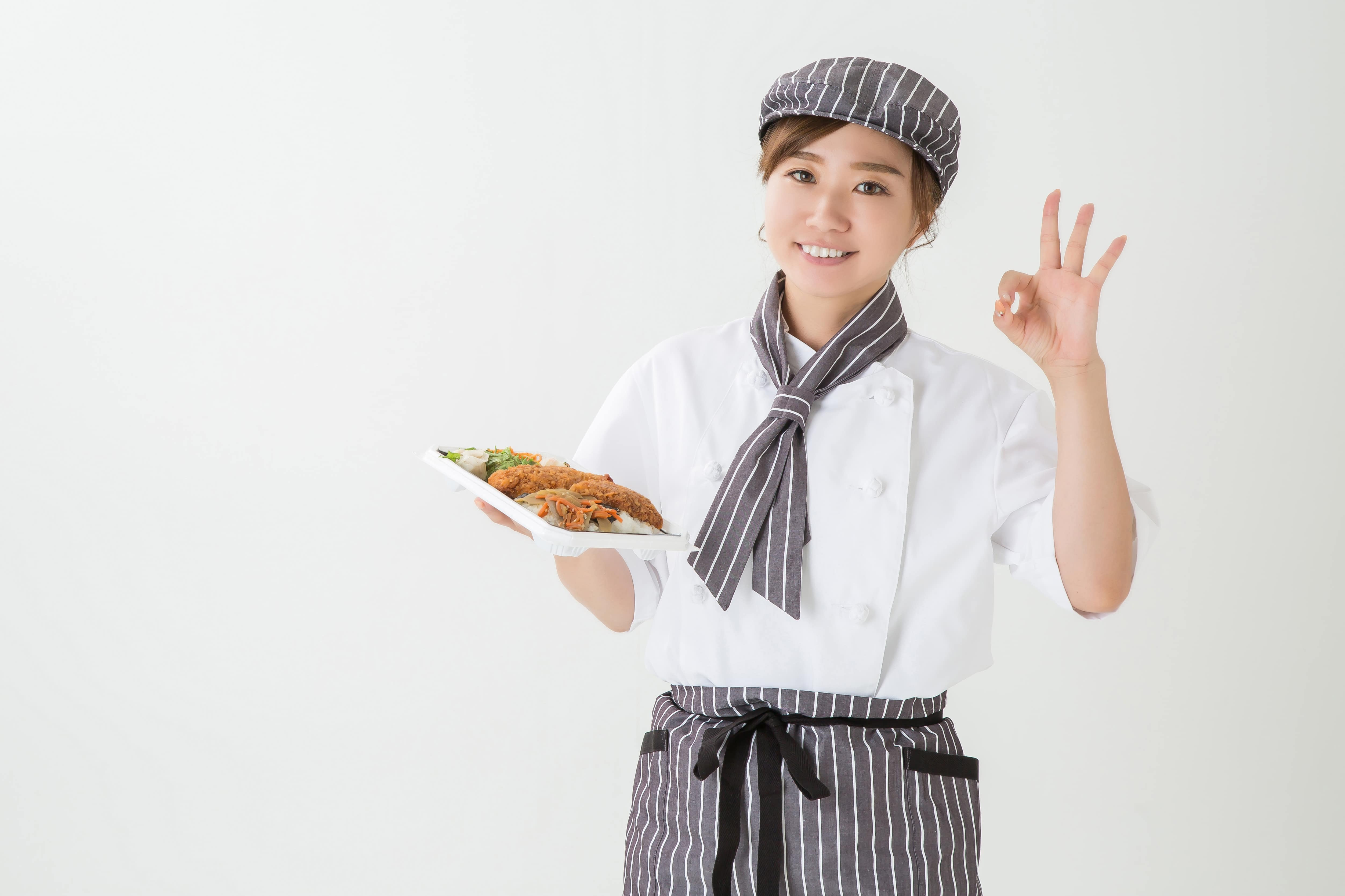 OKサインの調理スタッフ