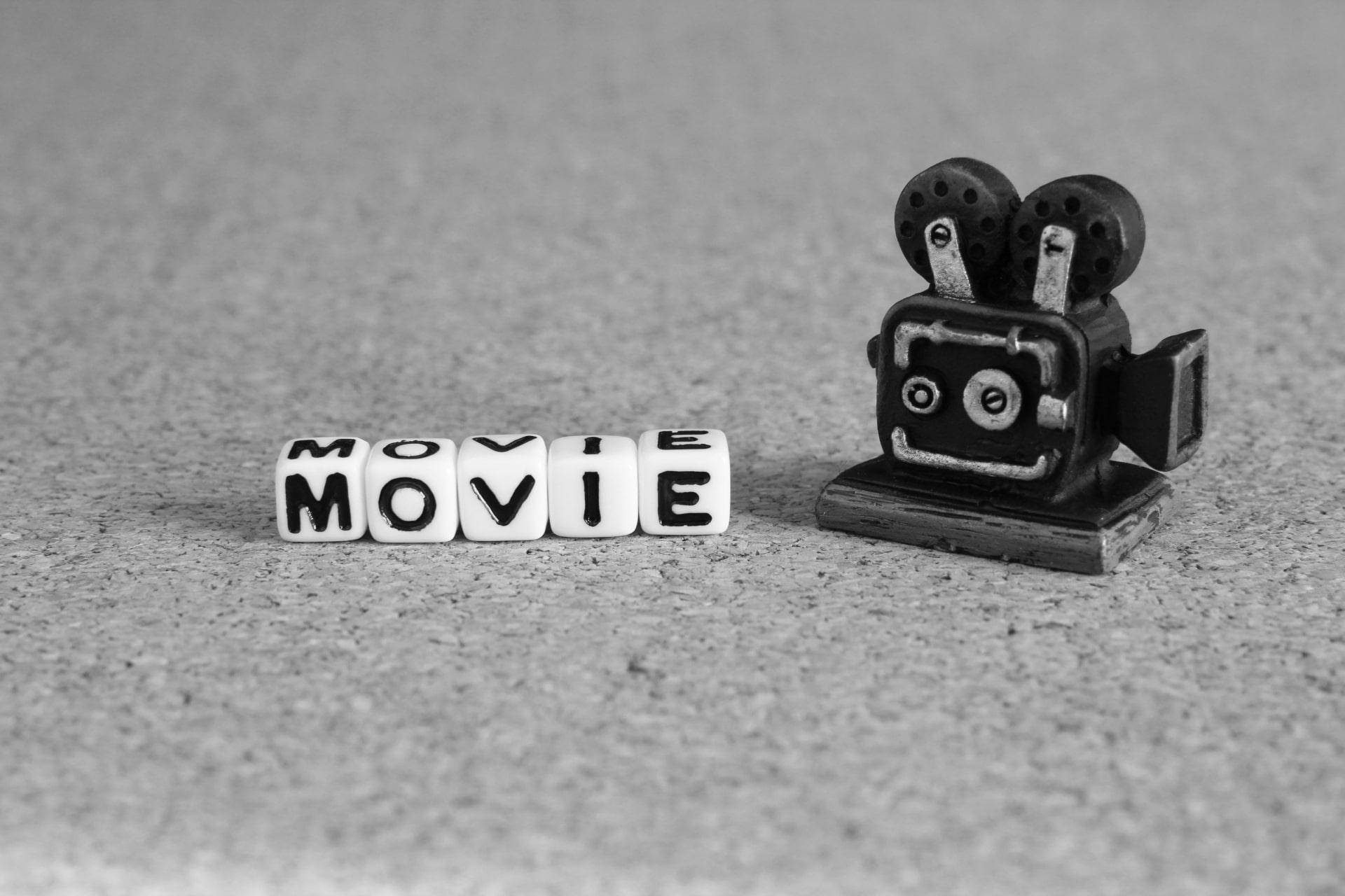 MOVIEの文字とカメラ
