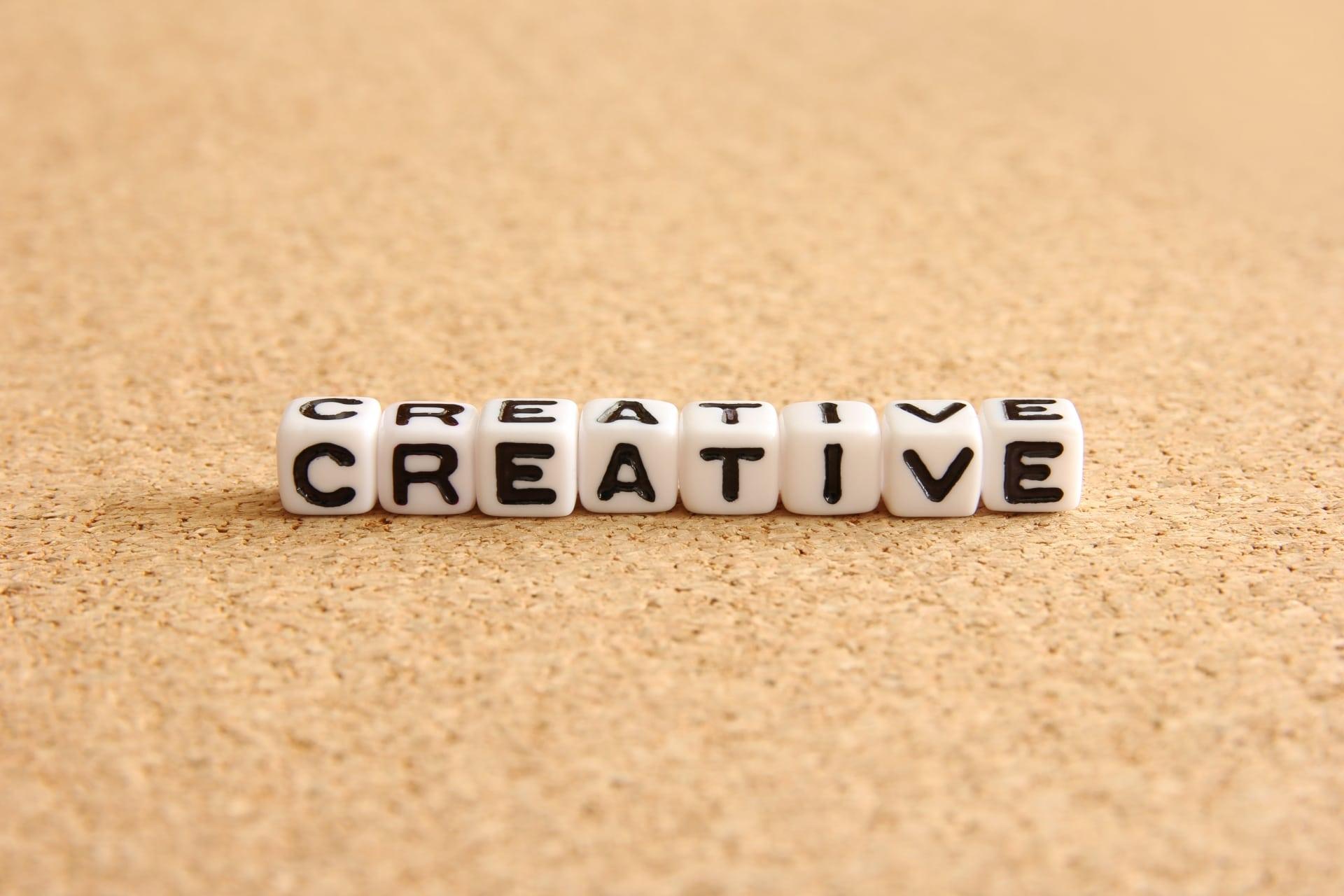 CREATIVEの文字