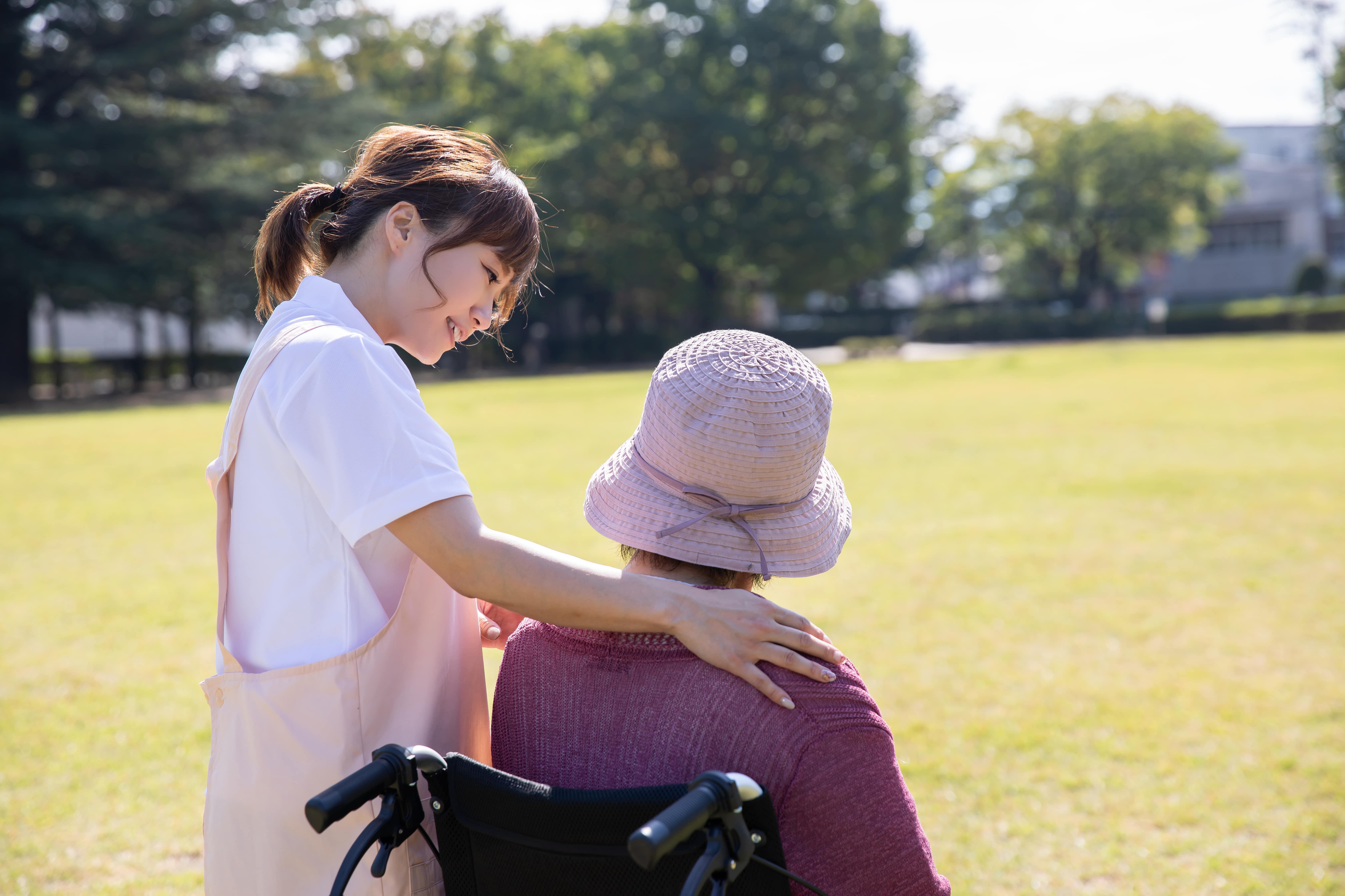 介護で支える女性