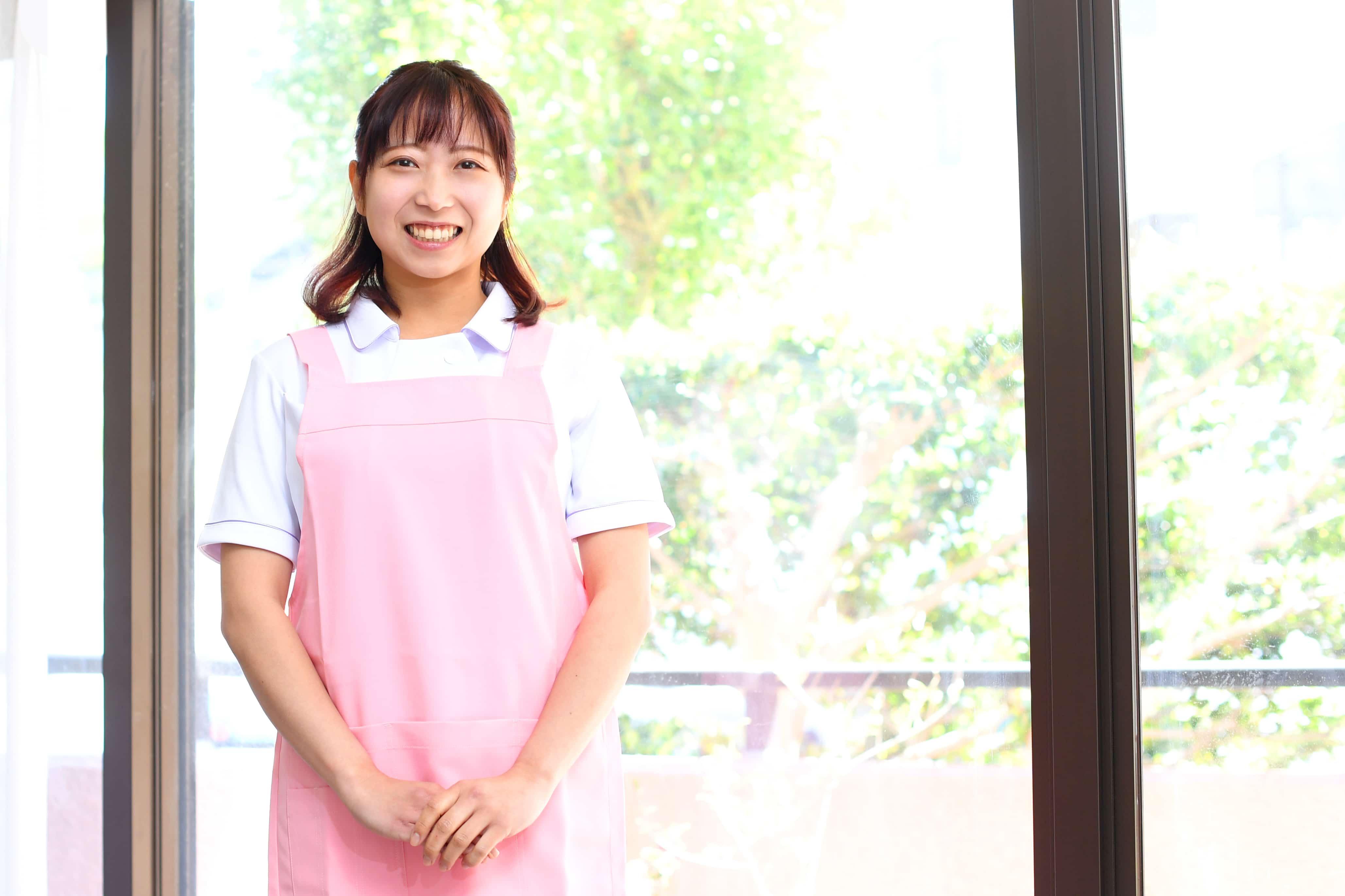 笑顔の介護士