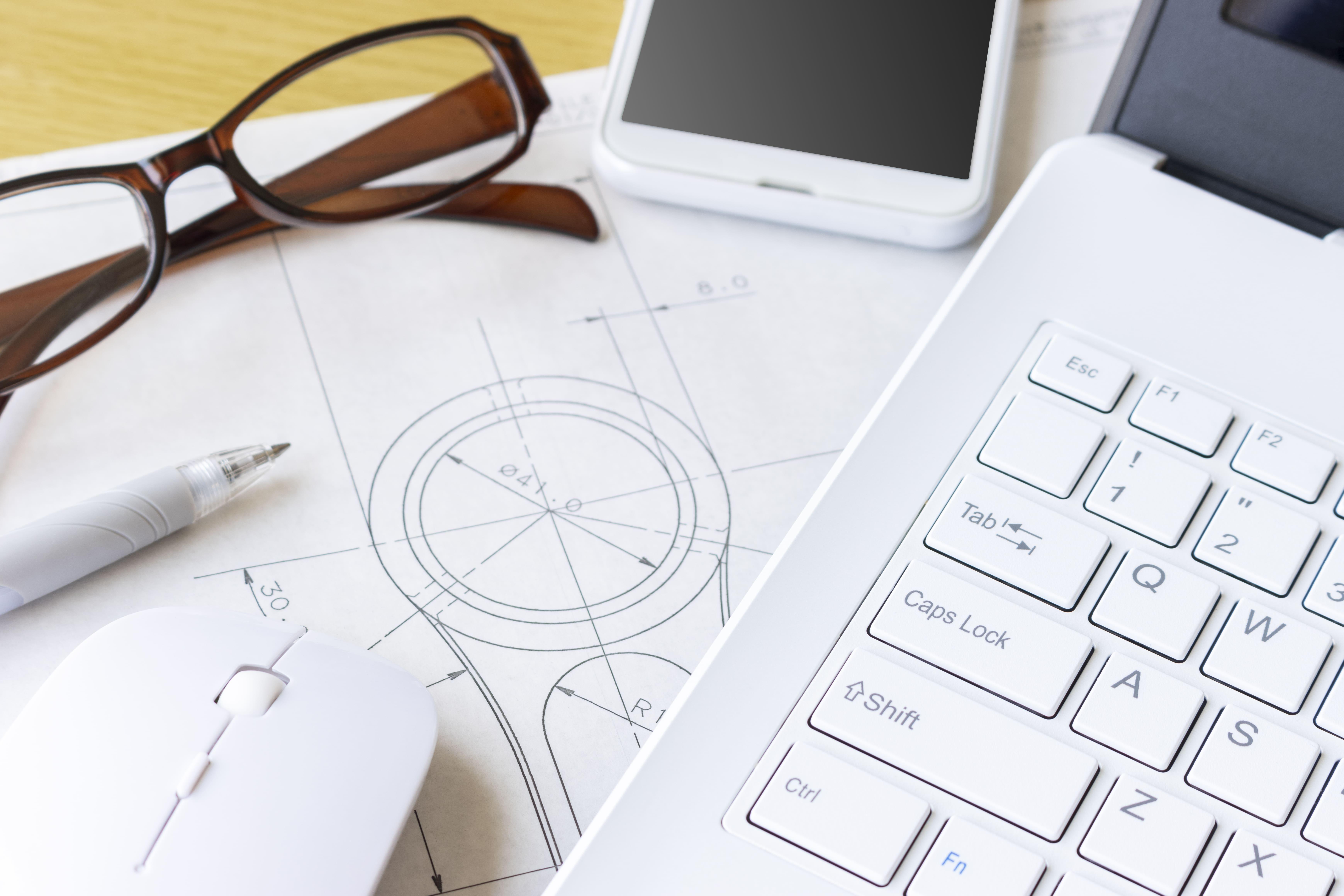 CAD図面とパソコン