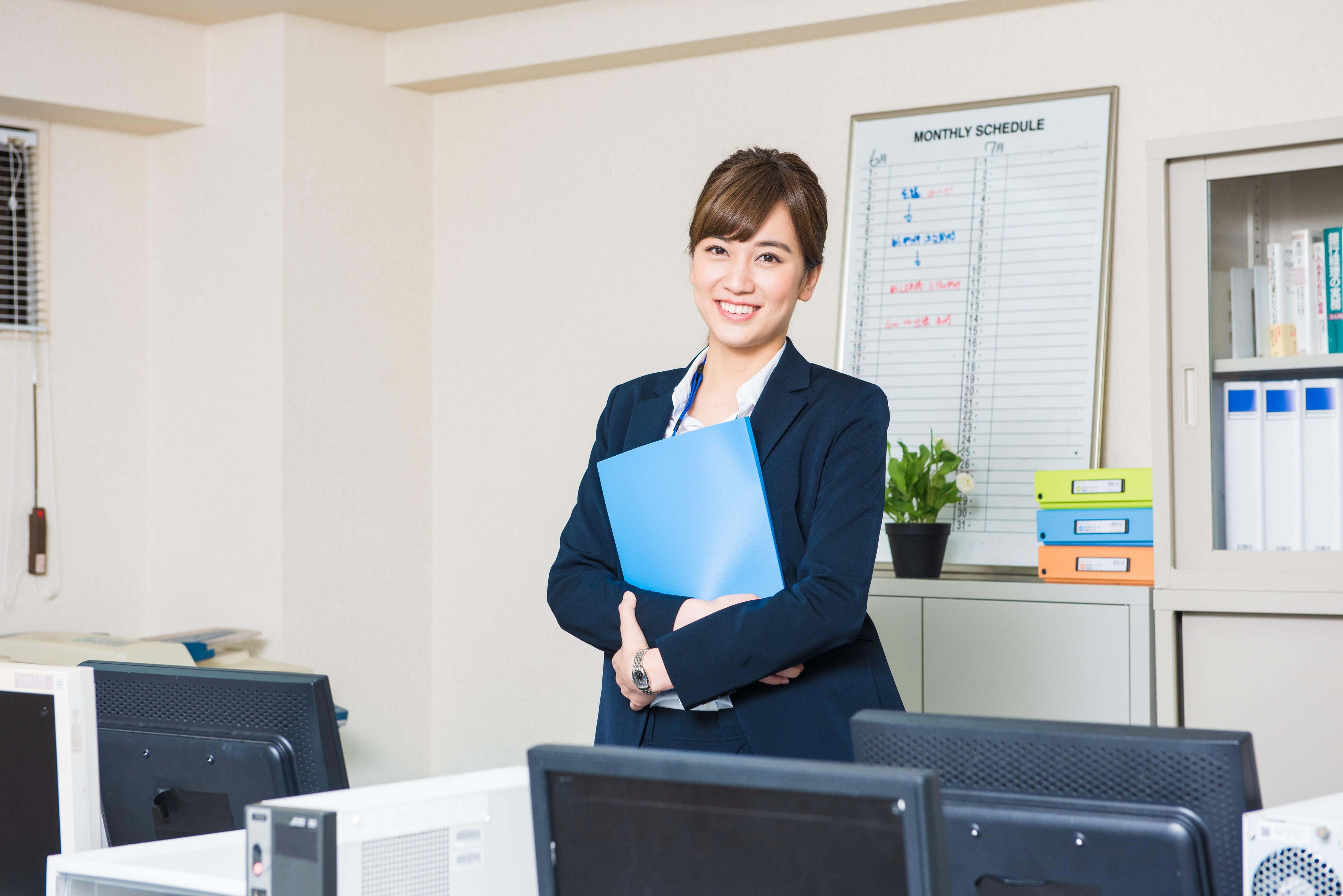 オフィスで笑顔